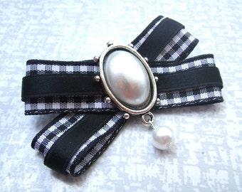 Black White - bead loop brooch