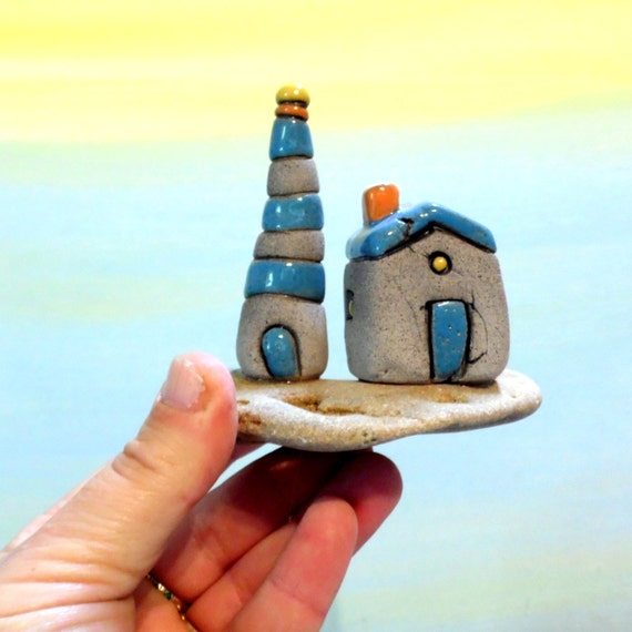 Lighthouse Natural Stone : Ceramic lighthouse gray and blue little beach