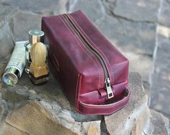 Groomsman Gift / Leather men's toiletry bag / Burgundy Leather Kit / Personalized Travel Bag for Him /Leather dopp kit /Free Personalization