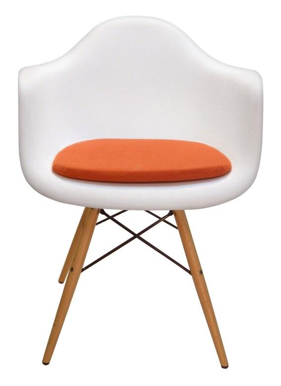 le coussin fait sur commande pour eames a moul la chaise en. Black Bedroom Furniture Sets. Home Design Ideas