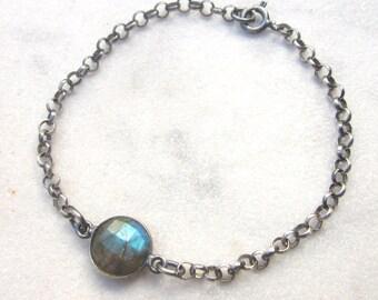 Blue flash labradorite chain bracelet, modern layering gemstone bracelet, modern stacking bracelet, oxidized sterling silver stone racelet