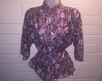 Flowy Vintage 70s Button-Front Flower Blouse with String Belt and Stand Collar