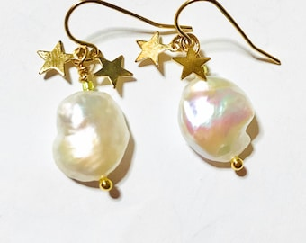 Freshwater pearl with gold star earrings