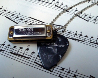Harmonica plectrum necklace - guitar pick and real playable mini harp!