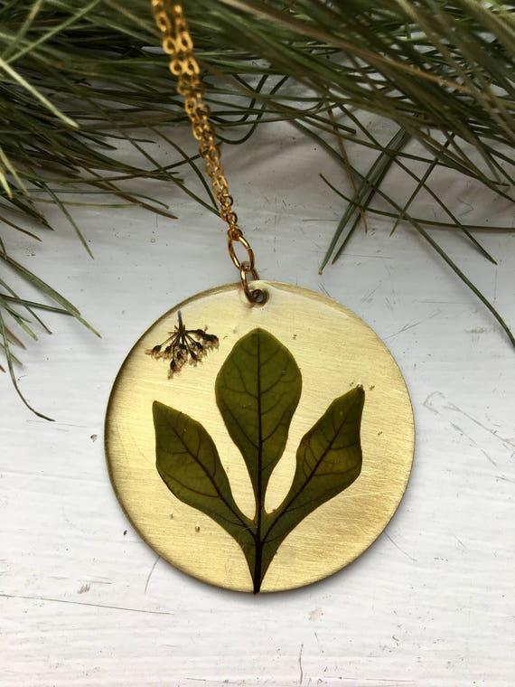 Sassafras leaf circle brass necklace