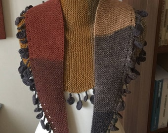 Knitted tapered scarf