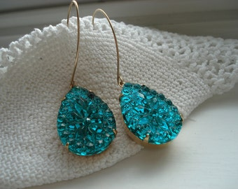 Vintage 1960's Art Deco Emerald Green Faceted Cut Crystal Glass Teardrops Gold Earrings Nature Chapel Windows