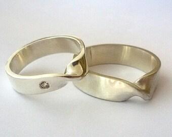 Wedding bands, anniversary alliances