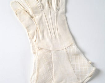 Vintage White Gloves with Lace Gauntlet Cuffs • Vintage White Gloves with Linen and Lace Upper Cuffs