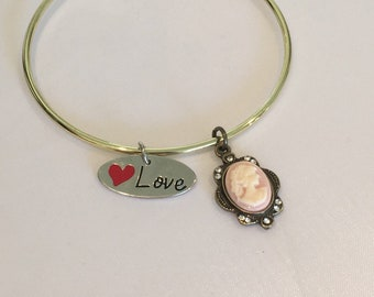 Motherly love bracelet