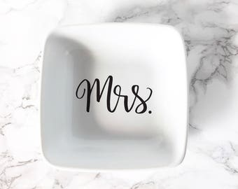 Mrs Ring Dish, Wedding Ring Dish, Newly Engaged Gift, Jewelry Dish, Trinket Dish, Bride To Be Gift, Newlywed Ring Holder, Bridal Shower Gift