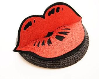 Kiss kiss fascinator - wedding fascinator - pucker up mini hat - gliter lips fascinator - fun wedding hair accessory