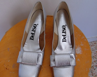 60s Mod SILVER LEATHER Bow pumps size 7 8