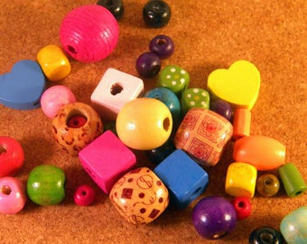 50 natural wooden beads painted multicolored and mixed size B16