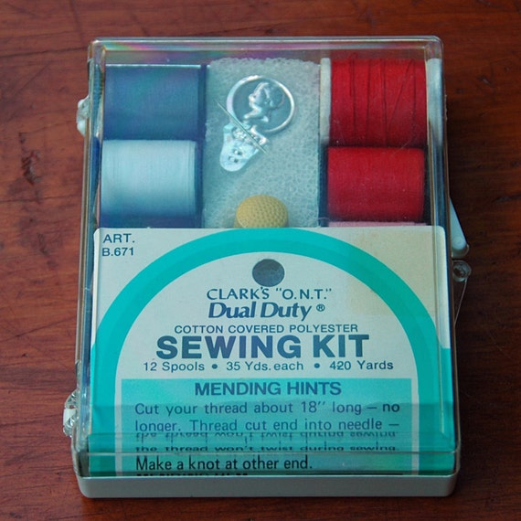 """Vintage CLARK'S """"O.N.T."""" DUAL Duty Sewing Kit Cotton Covered Polyester Excellent Condition 12 Spools Thread Cutter n Thimble Original case."""