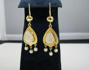 c771 Beautiful Vintage Dangle Opal & Pearl Earrings in 14k Gold