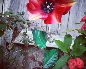 Petunia Flower Garden Stakes, Metal Flower Garden Art, Garden Decor, Metal Petunia Flower