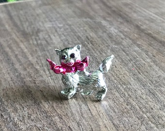 Vintage figural cat brooch, kitten pin with pink bow and purple gem eyes, figural jewelry, silver tone costume jewelry gift for cat lover