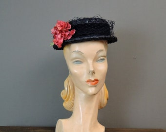 Vintage 1950s Hat Navy Straw Hat with Tulle and Pink Flowers
