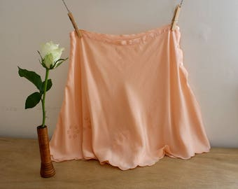 1930s Silk Tap Pants / 30s Panties / Peach Silk Knickers / Hand Embroidered / Scalloped Hem / Size Extra Small / XS