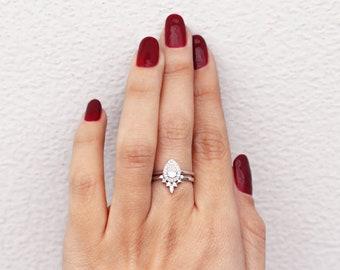 Pear diamond Halo Unique Wedding Ring Set, Pear diamond 0.5ct with halo & Romi Diamond wedding side ring, Pear diamond bridal rings set