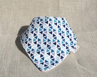 Bandana bib with blue geometric print