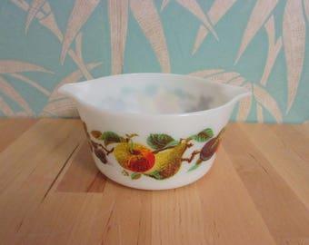 """1960s Pyrex """"Autumn Fruits"""" junior round casserole"""