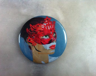 Artistic woman badge 56 mm red mask