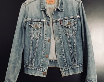 Vtg Levi's sz XS/S women's original trucker denim jacket stone wash distressed worn in look classic style&fit