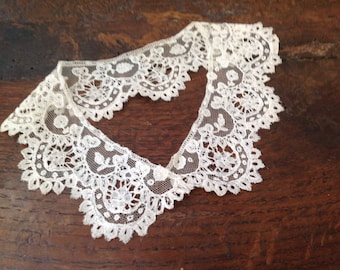 Collar, child, round shaped, Mechlin lace