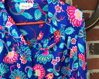 Vintage Vanity Fair ladies House Dress size medium Night Shirt Pink Blue