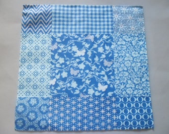 1 napkin with flowers, butterflies and other blue, white 33 x 33 cm
