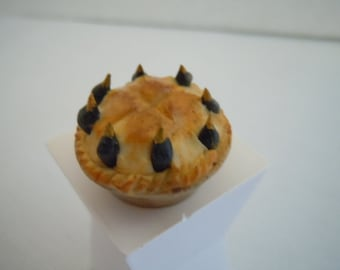 Miniature Pie ~ Artisan ~ Nursery Rhyme ~ 4 & 20 Black Birds Baked in a Pie ~ Food ~ Jane Graber ~ Miniature ~ Dollhouse ~ Accessories