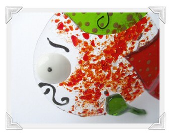 """Fish """"Bob the round"""" pepper of Espelette and fused glass green beret"""