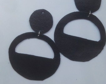 Chandelier pendant earrings in black leather hoop