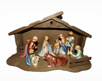 Vintage Hummel Goebel Nativity Set  TMK 4  1951 9 Pieces + 2 pieces Stable