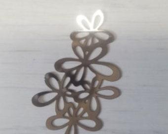 Filigree silver Garland of flowers print