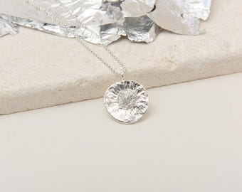 A sterling silver daisy necklace