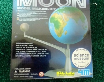 Earth / Moon Model Making Kit