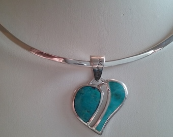 925 Sterling Silver Oval shape heart pendant with TURQUOISE.dimension is 2.5 cm by 2.5 cm weight is 7.9 grams