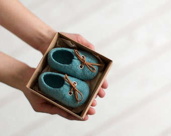 Pregnancy reveal to grandparents Limited edition aqua blue wool booties Unisex eco friendly newborn baby shoes in a box Baby shower gift