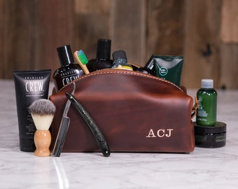 Personalized Dopp Kit Bag Groomsmen Gift Leather Toiletry Bag with Monogram Men's Toiletry Bag Leather Third Anniversary Gift Lifetime