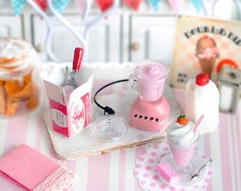 Miniature Making Strawberry Milkshakes Set