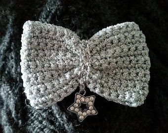 "Crochet bow brooch is made of silver and lame ""Star charm rhinestone"""