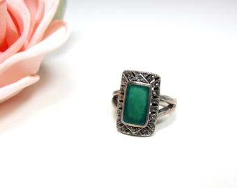 Vintage sterling marcasite & green stone ring Size 6.5g
