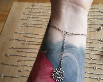Simple snowflake bracelet