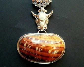 Sea Shell Pendant, Seashell pendant, Shell Necklace, Seashell Necklace, Natural Pearl Seashell Pendant, 2 1/2 inch