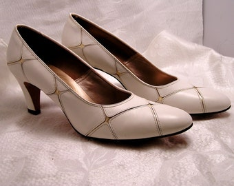 Vintage White and Gold Johansen 3 Inch Heels Shoes Never Worn