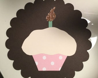 Scalloped flat card with cupcake
