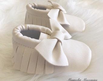 White Baby Bow Moccasins - Baby Moccasins - Vegan Leather Moccasins - Baby Girl Moccasins - White Moccasins - White Moccs